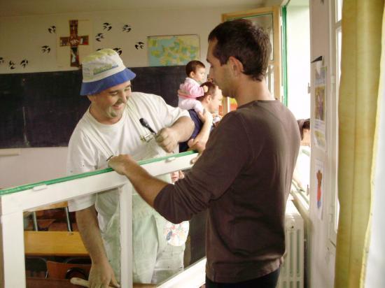 opération peinture avec les parents d'élèves