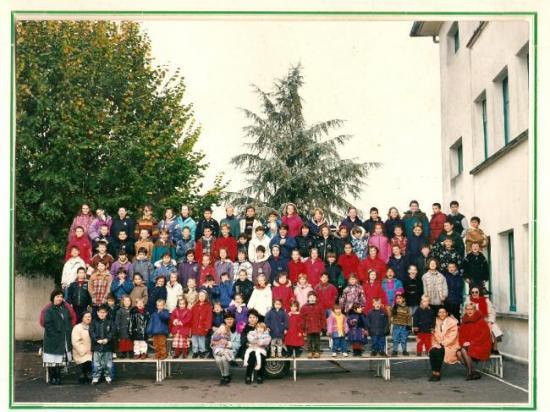 tousles élèves et enseignantes de 1996
